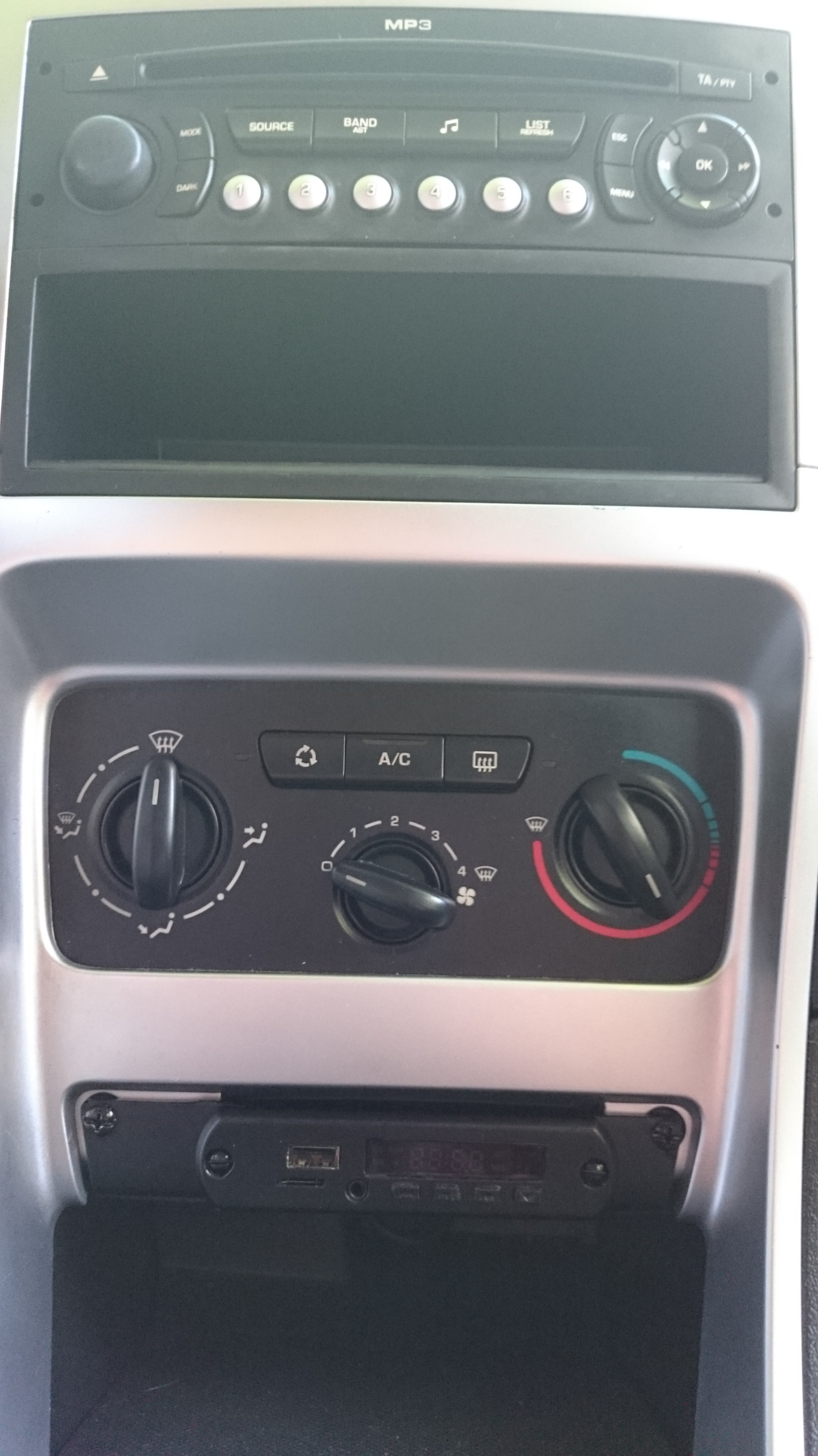 USB, Micro-SD, Bluetooth, Aux-in Stereo Original Peugeot 307 - Autos