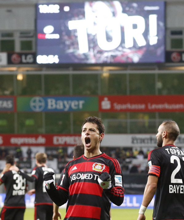 Video: Chicharito logra Hat-trick en goleada del Leverkusen